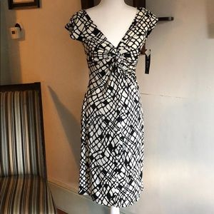 B. Calm brand new fitted dress 👗 BRAND NEW!